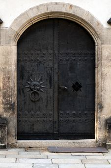 Free Old Iron Doors Royalty Free Stock Images - 25861949