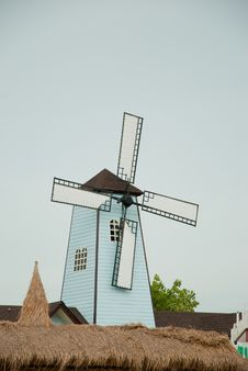 Free White And Blue Windmill Royalty Free Stock Photo - 25863555