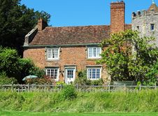 Free English Rural House And Garden Stock Images - 25881504