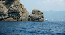 Free Yacht Behind Rocks Royalty Free Stock Images - 2599149