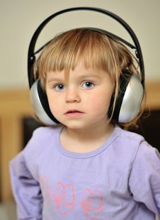 Free Little Girl With Headphones Stock Photos - 25905743