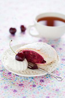 Free Cherries Strudel Stock Photos - 25927183