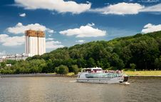 Free Tourist Boat Floats On The Moskva River In Moscow Royalty Free Stock Photography - 25933337
