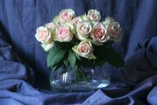 Free Pink Roses In Vase Stock Photos - 25934623