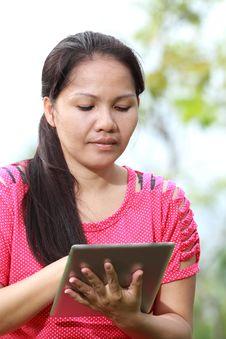 Free Women Using Tablet Stock Photo - 25950640