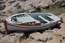 Free Old Boat Resting Ashore Royalty Free Stock Images - 25961399