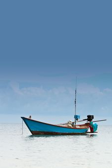 Free Fishing Boat Royalty Free Stock Images - 25965299