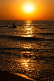 Free Beautiful Seascape With Orange Warm Sunrise Royalty Free Stock Photos - 25965348