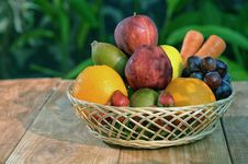 Free A Basket Of Fresh Fruit 02 Royalty Free Stock Image - 25977706