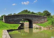 Free Bridge And Lock On An English Canal Stock Photo - 25978020