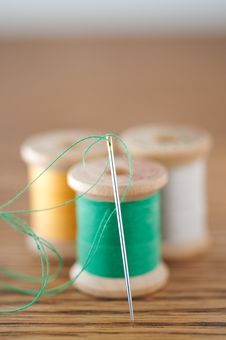 Free Spools Of Thread And Needle Stock Photography - 25981202