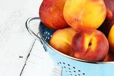 Free Delicious Peaches Royalty Free Stock Photos - 25987408