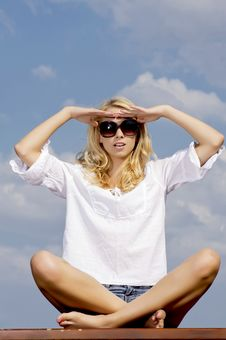 Free Beautiful Girl In Sunglasses On Blue Sky Royalty Free Stock Photography - 25987977