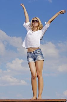 Free Beautiful Girl In Sunglasses On Blue Sky Stock Photography - 25987982