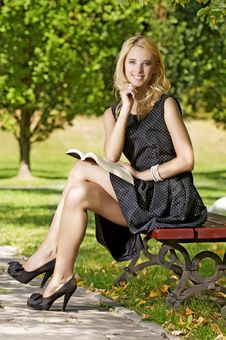 Free Young Woman Reading Book Royalty Free Stock Photo - 25988005