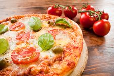 Free Italian Pizza Margherita Royalty Free Stock Photos - 25995178