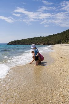 Free Ma With Child On Beach Royalty Free Stock Photos - 2603298