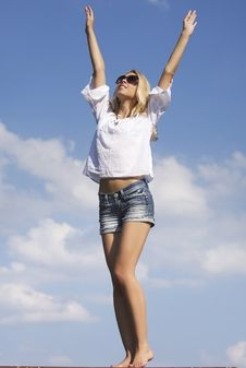Free Beautiful Girl In Sunglasses On  Blue Sky Stock Photos - 26032243