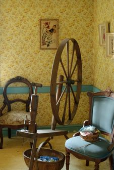 Free Parlour And Antique Spinning Wheel Royalty Free Stock Photos - 26038678