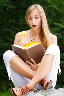 Free Young Woman Sitting On A Stone,reading A Book Stock Photography - 26040452
