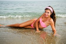 Free Woman With Beautiful Body On A Tropical Beach Royalty Free Stock Photos - 26040738