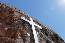 Free Cross On The Cliff Royalty Free Stock Photos - 26051538