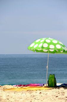 Free Funny Green Sun Ubrella On The Beach Royalty Free Stock Photo - 26068315