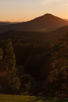 Free Mountains At Sunset Royalty Free Stock Photos - 26075818