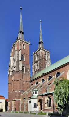 Free Gothic Cathedral In Wroclaw, Poland Royalty Free Stock Images - 26084769