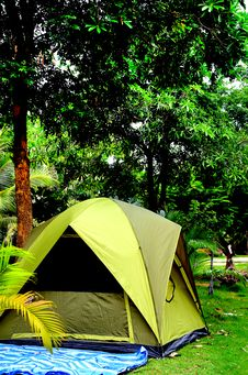Free Tent Under The Trees Royalty Free Stock Images - 26091559