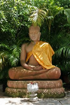 Free Statue Of Sitting Buddha Stock Images - 26092824