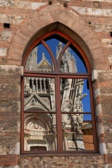 Free Cathedral In A Window - Siena Royalty Free Stock Images - 26092939