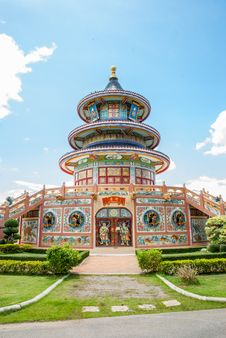 Free Chinese Shrine Royalty Free Stock Photos - 26093518