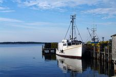 Free Fishing Boat At Dock Royalty Free Stock Photography - 26094587