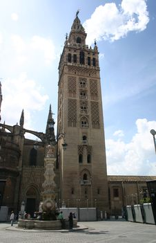 Free The Giralda, Seville, Spain Royalty Free Stock Photography - 2617317