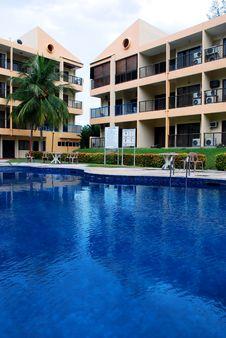Free Swimming Pool Royalty Free Stock Image - 2618716