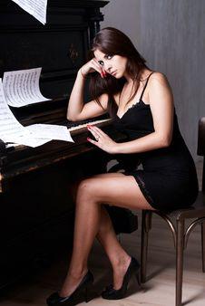 Free Sad Girl Near Piano Royalty Free Stock Image - 26116816