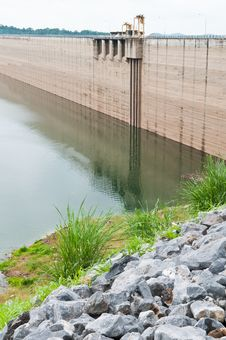 Free Stone And Dam Water Level Royalty Free Stock Image - 26131746
