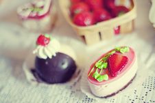 Free Strawberry Cake In The Shape Of A Heart Royalty Free Stock Photo - 26147885
