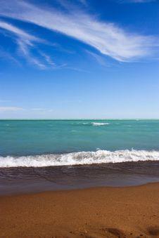 Free Foamy Waves On Shore Stock Image - 26154471