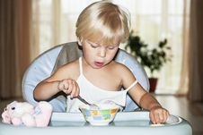Portrait Of  Little Girl &x28;2 Years&x29; Eating Royalty Free Stock Images
