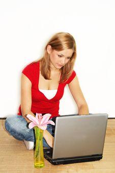 Free Woman On A Laptop Royalty Free Stock Photos - 2620038