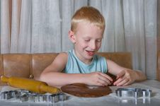 Free Boy Baking Cookies Royalty Free Stock Images - 26226379