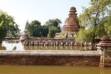 Floods Chaiwatthanaram Temple At Ayutthaya. Royalty Free Stock Photos