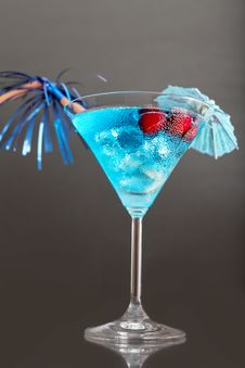 Free Blue Cocktail With Ice And Umbrella Royalty Free Stock Images - 26240609
