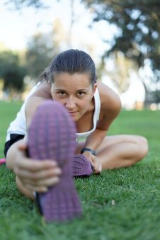 Free Aerobics Outdoors In The Park Royalty Free Stock Photography - 26240897