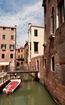 Free Narrow Street In Venice Stock Images - 26257804