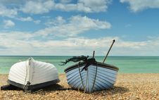 Free Two Boats On The Beach One Upside-down Royalty Free Stock Images - 26264589