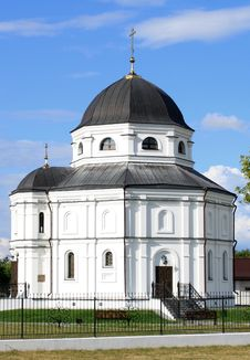 Free Beautiful Russian Village Church Royalty Free Stock Image - 26267326