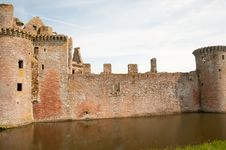 Free Walls And The Moat Royalty Free Stock Photography - 26273367